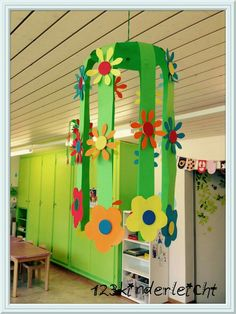 Very pretty for classroom decor Class Decoration, School Decorations, Spring Art, Spring Crafts, Diy And Crafts, Crafts For Kids, Arts And Crafts, Preschool Crafts, Easter Crafts