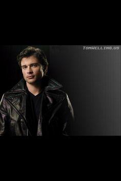 Tom Welling & to a deal& on ninth season of Smallville . Clark Kent, Ben Affleck, Tom Welling Smallville, Supergirl Superman, Men's Toms, Hot Actors, Fine Men, Male Face, Comics