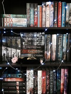 just one word / books and cupcakes bpc day pretty / shelfie I Love Books, Books To Read, My Books, Book Club Books, Book Nerd, Bookshelf Inspiration, Dream Library, Books For Teens, Archie Comics