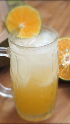 Es Kelapa Jeruk adalah salah satu minuman menyegarkan yang selalu ada di kebanyakan restoran di Jakarta. Rasa khas dari kelapa muda yang di padukan dengan segarnya jeruk, akan membuat hari-harimu menjadi lebih menyenangkan.