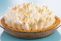 Anna Olson Key Lime Meringue Pie recipe by Chef Anna Olson. This recipe is from the show Bake With Anna. Key Lime Meringue Pie, Lemon Pie Receta, Pie Recipes, Dessert Recipes, Lime Desserts, Cookbook Recipes, Plated Desserts, Baking Recipes, Anna Olsen