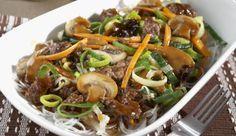 """Du bist ein Asia-Fan? Dann solltest du unbedingt die köstliche Hackfleisch-Pfanne """"Chop Suey"""" mit knackigen Möhren, frischen Champignons, gemischtem Hackfleisch und würzigem Lauch probieren!"""