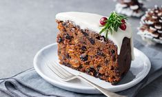 Mary Berry's traditional Christmas cake recipe is the showstopper you've been looking forThis is a wonderful, rich traditional fruit cake from Mary Berry, and can be made up to three months in … Mary Berry Fruit Cake, Mary Berry Christmas Cake, Berry Cake, Food Cakes, Christmas Cake Recipe Traditional, Traditional Fruit Cake Recipe, Desserts Sains, British Baking, Christmas Baking
