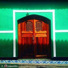 http://OkGranada.com #Follow @katjasinikka: Shadows and colors of #Granada #Nicaragua #ILoveGranada #AmoGranada #Travel #CentralAmerica #GranadaNicaragua #architecture #colonial #spanish #doors