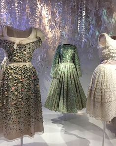 Christian Dior and other exhibitions for style-lovers in Paris, autumn 2017 — That's Not My Age Christian Dior Couture, Dior Haute Couture, Vintage Gowns, Mode Vintage, Timeless Fashion, Vintage Fashion, Classic Fashion, Galliano Dior, Clothing Displays