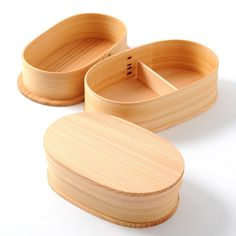 Magewappa wooden bento box makes an excellent, unique container for your lunch! Magewappa wooden bento box makes an excellent, unique container for your lunch! Bistro Box, Japanese Bento Box, Lunch Box Containers, Bento Box Lunch, Box Lunches, Food Packaging Design, Mode Shop, Gift For Lover, Recipe Box