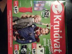 De brochure van de Kruidvat. Even druk als altijd. Veel foto's, aanbiedingen en tekst.