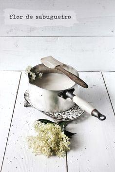 Pratos e Travessas: Gelado de flor de sabugueiro # Elderflower ice-cream