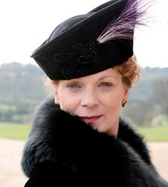 Samantha Bond: Lady Rosamund Painswick, Violet's daughter on Downton Abbey Downton Abbey Characters, Downton Abbey Costumes, Downton Abbey Series, Downton Abbey Fashion, Samantha Bond, Julian Fellowes, Dowager Countess, Lady Mary, Favorite Tv Shows