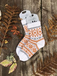 I appreciate this wonderful photo Diy Crochet And Knitting, Crochet Socks, Knitting Charts, Knitting Stitches, Knitting Socks, Knitting Patterns, Knit Wrap, Wool Socks, Kids Socks