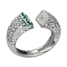 La montre béryl vert et diamants de Cartier http://www.vogue.fr/joaillerie/le-bijou-du-jour/diaporama/la-montre-beryl-vert-et-diamants-de-cartier-les-heures-fabuleuses-sihh-2013/11834