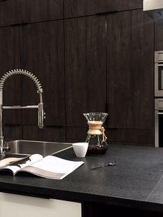 STIL_INSPIRATION_Puustelli_kitchen Pella Hedeby, V60 Coffee, Decorating Blogs, Kitchen Styling, Kitchen Appliances, Kitchens, Modern Design, Interior, Kitchen Inspiration