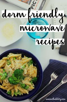 Dorm Friendly Microwave Recipes Microwave recipes - easy ideas for cooking in your dorm or apartment with inexpensive ingredients! Perfect for college life! Dorm Room Snacks, Dorm Room Food, Dorm Rooms, Easy Snacks, Healthy Snacks, Easy Meals, Healthy Breakfasts, Protein Snacks, High Protein