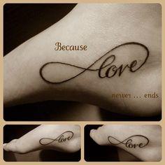 """Me encanta el estilo de letra de este tatuaje y los que significa:""""el amor nunca acaba"""""""