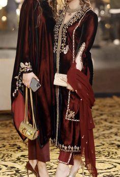 Source by clothes pakistani Pakistani Fashion Party Wear, Pakistani Formal Dresses, Pakistani Wedding Outfits, Pakistani Bridal Wear, Pakistani Dress Design, Indian Dresses, Stylish Dresses, Simple Dresses, Fashion Dresses