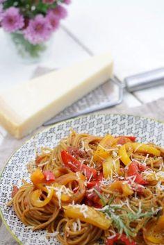 Nudeln mit Paprika und Tomaten #vegetarisch #onepot One-Pot-Pasta #schnell #einfach #rezept #spaghetti #gesund