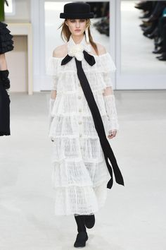 Chanel Fall 2016 Ready-to-Wear Fashion Show