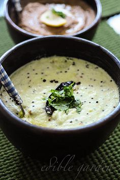 South Indian Coconut Chutney Recipe for Idli Dosa (with Curd)