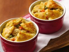 Jarred Alfredo sauce, puff pastry and frozen veggies help make weeknight pot pies a reality. These easy chicken pot pies are made in 10-oz. custard cups, which you can find in the baking aisle or in any kitchen or department store. Look for puff pastry in the dessert section of the frozen food aisle!