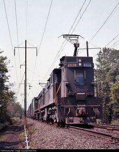 Net Photo: PC 4436 Conrail at Washington Boro, Pennsylvania by Bob Kise Electric Locomotive, Steam Locomotive, Union Pacific Train, Japan Train, Choo Choo Train, Railroad Photography, Pennsylvania Railroad, Train Pictures, Electric Train