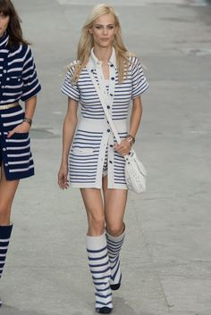 Chanel Spring 2015 Ready-to-Wear Fashion Show - Aymeline Valade (Viva)