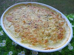 Pour mon Coup de cœur du dimanche une recette de Laura sur 750 g.com Ingrédients : 700 g de pâtisson épluché 500 g de pommes de terre 600 g d'eau 1 cube ail persil 100 g de gruyère râpé pour la béchamel 40 g de beurre 40 g de farine 500 g de lait 1/2...
