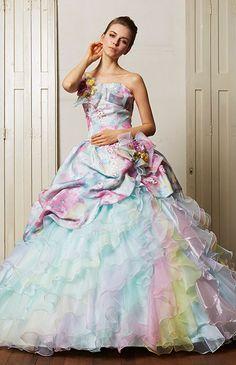No.59-0079花嫁の弾む心と甘い香りの花をイメージしてデザインした、レインボーカラーのミックスフリルがロマンティックな1着
