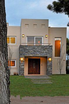 Classic House Exterior, Modern Exterior House Designs, Classic House Design, Unique House Design, Bungalow House Design, House Front Design, House Paint Exterior, Home Entrance Decor, Entrance Design