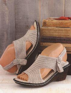 Zapatos a Crochet - Sandalias Beige -> http://esquemas.ctejidas.com/2014/06/zapatos-crochet-sandalias-beige.html