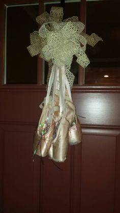 Pointe Shoe door hanger/wreath. Great for a ballet themed party!! #ballet #wreath #pointeshoes