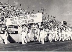 Manifestação cívica, no Dia do Trabalho, em homenagem a Vargas no estádio do Vasco da Gama, 1941. Rio de Janeiro (RJ). (CPDOC/ CDA Vargas)