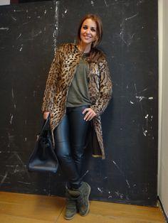 Hay abrigos con print de leopardo que pueden resultar vulgares y otros que tienen mucha clase… como este de GERARD DAREL. De verdad, no sé si en las fotos podréis apreciar la caída que tiene… pero es espectacular! Lo llevo con pantalón de cuero de H&M, camiseta verde militar con hombreras de polipiel de ZARA, […]
