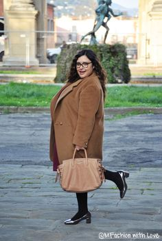 MFashion With Love: Cappotto cammello e abito burgundy Curvy Plus Size, Plus Size Outfits, Burgundy, Large Size Clothing, Wine Red Hair, Plus Size Clothing, Amaranth Grain