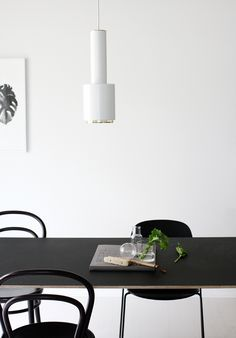 Find your inspiration with Scandinavian Interiors and a carefully curated selection of Lifestyle Design, discover more now! Home Interior Design, Interior Architecture, Interior Decorating, Decorating Ideas, Dining Room Inspiration, Interior Inspiration, Black And White Dining Room, Black White, Casual Dining Rooms