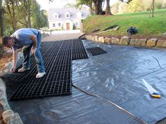 Surface membrane prevents weeds and unwanted plant growth ruining your gravel driveway. Diy Driveway, Gravel Driveway, Driveway Ideas, Driveway Design, Outdoor Spaces, Outdoor Living, Outdoor Decor, Back Gardens, Outdoor Gardens