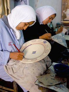 Women Painting Pottery, Potters Village of Safi (Morocco) Photo credit: Bruno Morandi