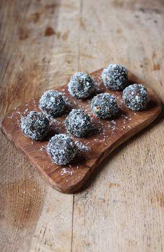 Superfood energy balls! Made with almonds, dates, goji berries, hemp and spirulina. Raw, GF + Vegan
