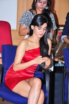 Oops! Sonal Chauhan exposed her lower body at event