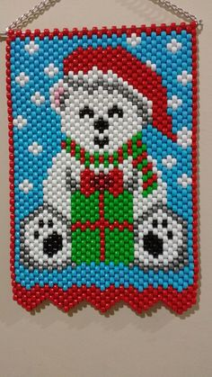 Merry Christmas little polar bear Diy Christmas Earrings, Beaded Christmas Ornaments, Christmas Cross, Merry Christmas, Pony Bead Patterns, Peyote Patterns, Beading Patterns, Beaded Crafts, Wire Crafts