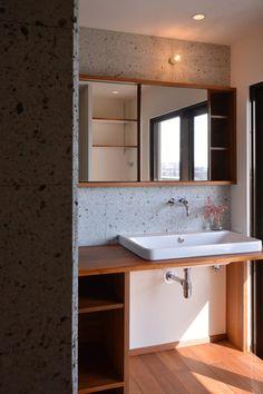 Mさんの家 BLOG見学会 | ハンズデザイン一級建築士事務所 Wash Stand, Washroom, Powder Room, Home And Garden, House Design, Shower, Mirror, Interior, Furniture