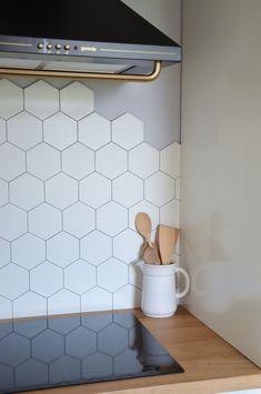 Kitchen Backsplash with 2 Different Tiles . Kitchen Backsplash with 2 Different Tiles . Marble Hexagon Tiles In the Kitchen with Plant Wall Hexagon Tile Backsplash, Vinyl Backsplash, Kitchen Splashback Tiles, Hexagon Tiles, Bathroom Floor Tiles, Backsplash Ideas, Tile Bathrooms, Terrazzo Tile, Tile Ideas