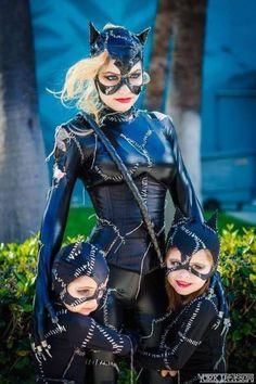 Женщина-кошка с котятами