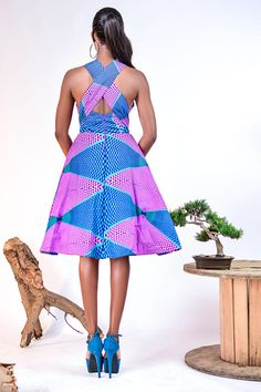 This dress features a bold and feminine print with a sexy cross back and a cute bow tie detail in the front with a concealed side pocket. Padded to give the bust an extra lift,inserted soft net,back zipper. Small fits US Medium Fits US 6 African Print Dresses, African Fashion Dresses, African Dress, African Outfits, African Prints, African Attire, African Wear, African Women, African Style