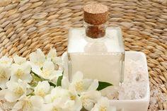 Már kétszáz forintból kijön a házi sampon - Dívány Air Freshener, Perfume Bottles, Organic, Diy, Beauty, Soap, Humor, Bricolage, Humour