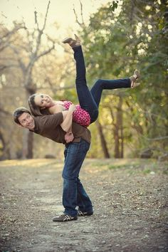 ideas funny couple photography fun wedding photos for 2019 Funny Couple Pictures, Cute Couples Photos, Funny Couples, Funny Couple Poses, Funny Photos, Pictures Ideas For Couples, Poses For Couples, Couple Pics, Gay Couple