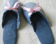 How to Make Slippers From Jeans: They're the cutest slippers you've seen and they're upcycled.