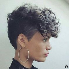 Ideas for hairstyles curly short hair highlights – Frisuren lockig Short Hairstyles For Thick Hair, Haircuts For Curly Hair, Curly Hair Cuts, Modern Hairstyles, Girl Short Hair, Short Hair Cuts, Curly Hair Styles, Natural Hair Styles, Curly Short