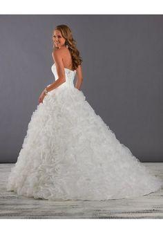Sleeveless Sweetheart Organza Ball Gown Wedding Dress