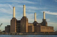 Oil Rig Jobs, Battersea Power Station, Art Deco Stil, Les Beatles, Industrial Architecture, Listed Building, Industrial Photography, Frank Gehry, Contemporary Ceramics