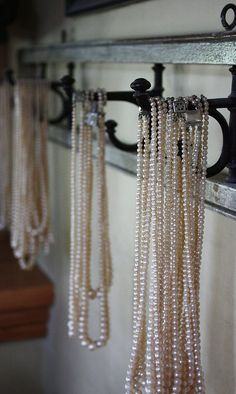 ahh pearls... a more affordable way to look expensive ;) great way to display it :D